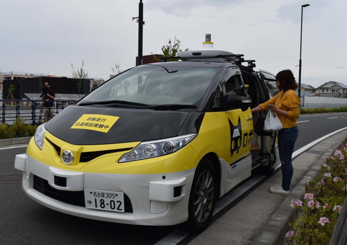 藤沢市内で走行している自動走行車の実車