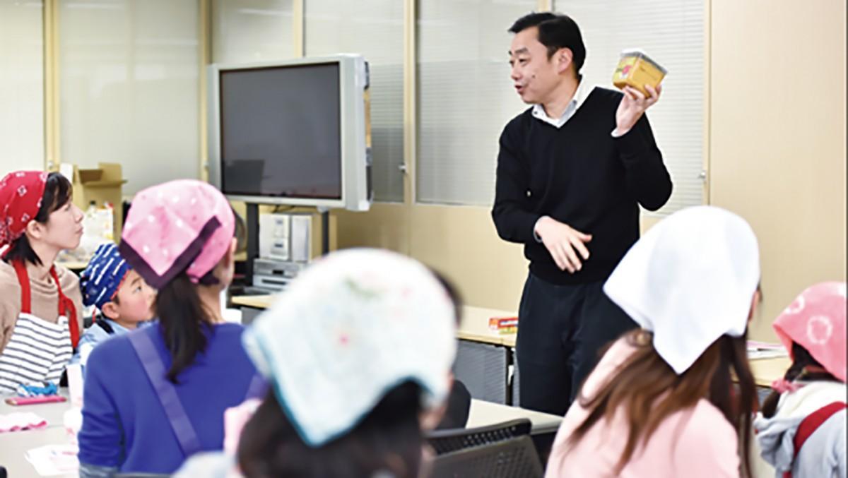 講座を行うマルコメのみそアンバサダー責任者の須田信広さん
