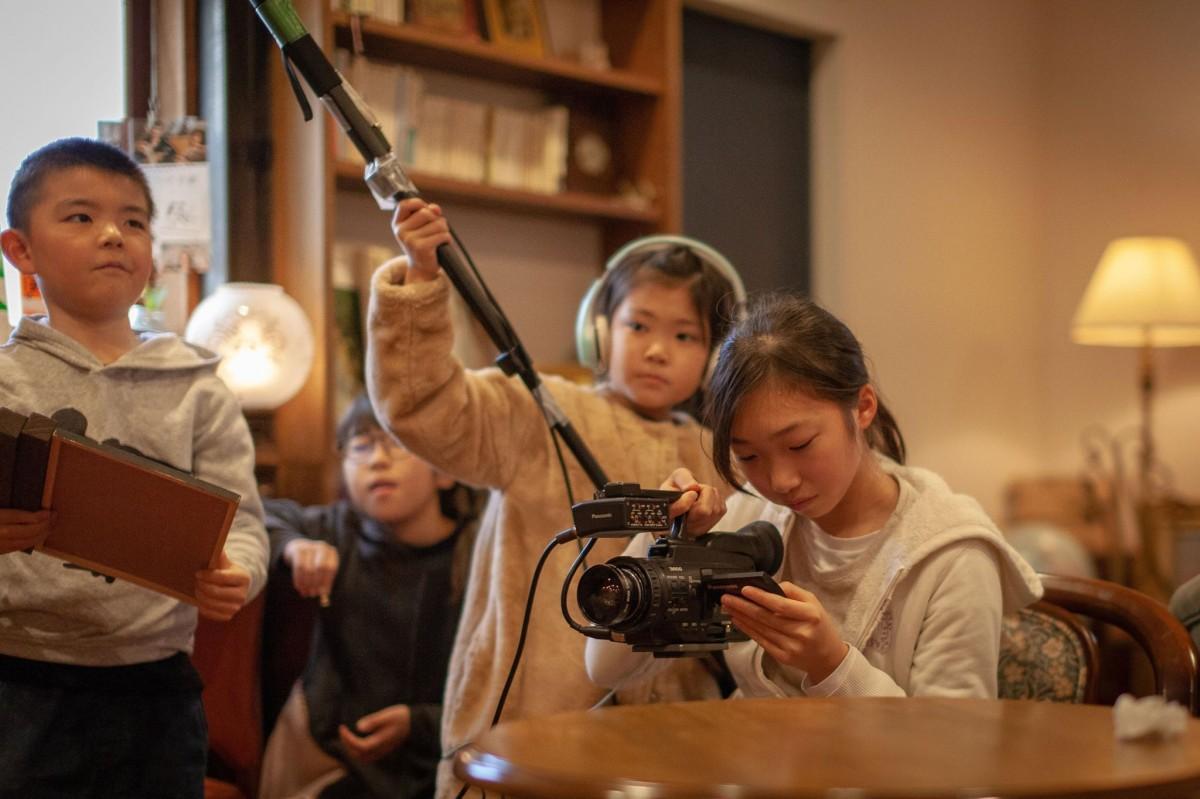 撮影中の子どもたちの真剣な様子