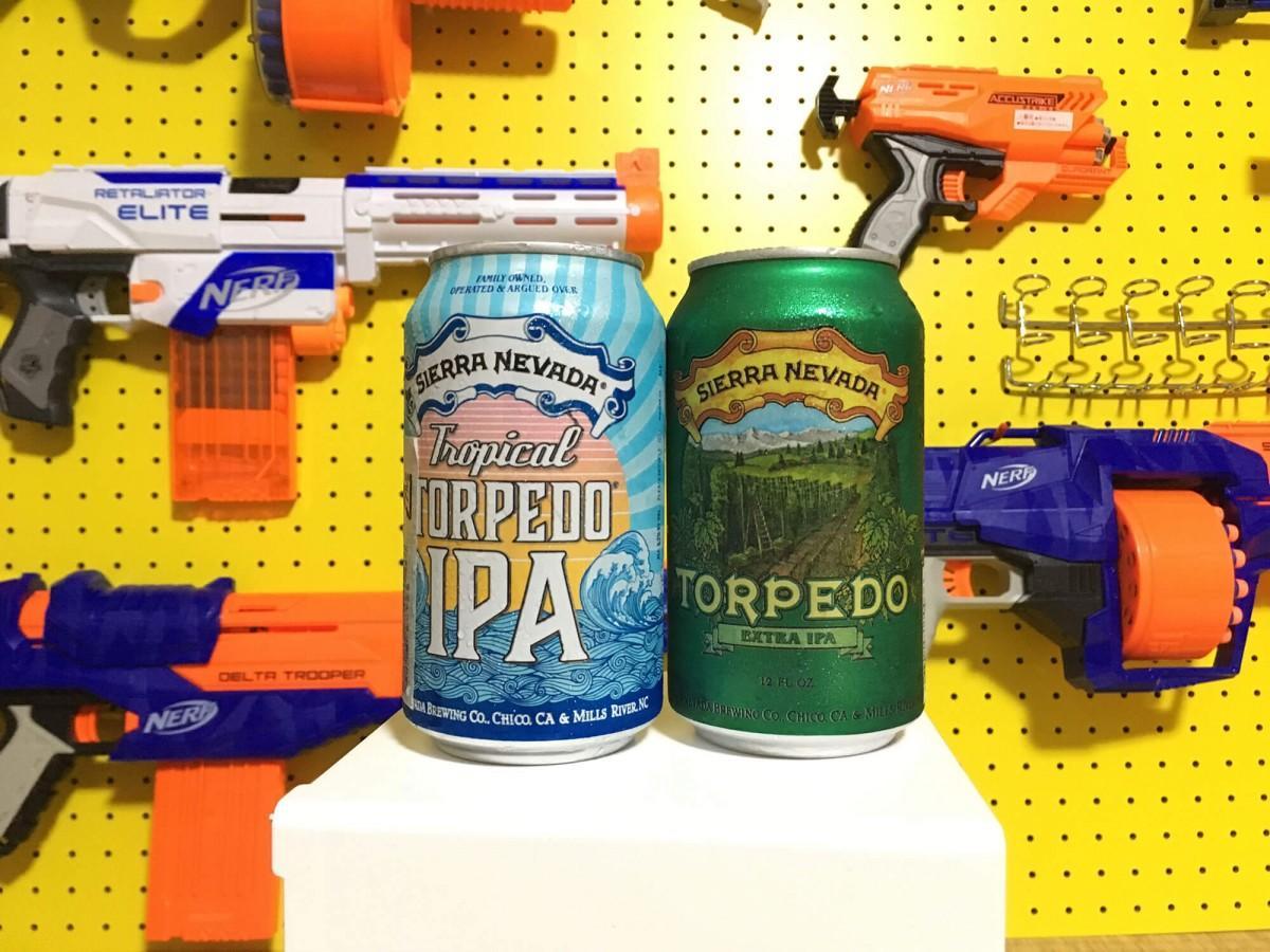 アメリカンクラフトビールと射的用の銃「ブラスター」
