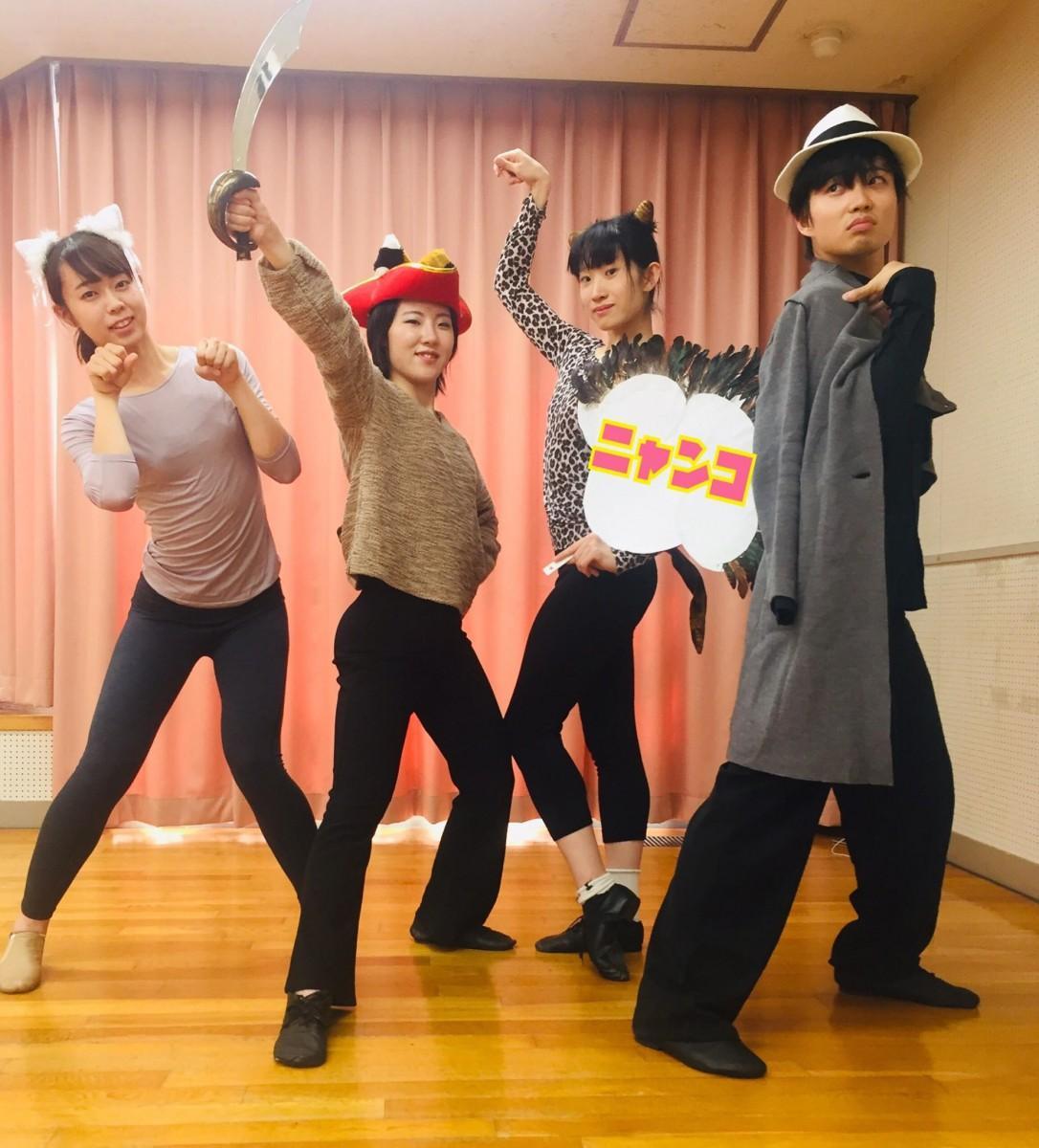 「江の島ニャンコミュージカル」の出演者たち