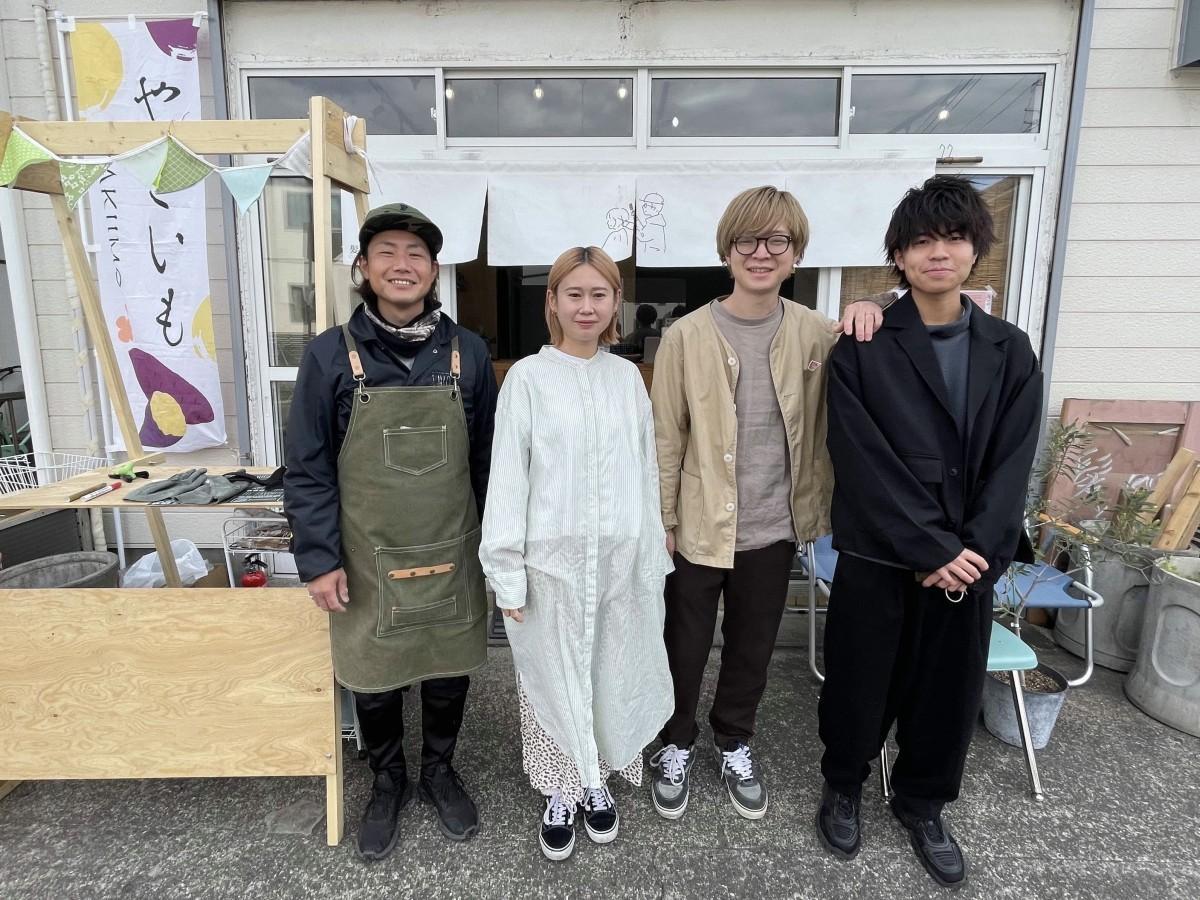 「髪と日常」店舗前で左から「VASE」山本さん、祐美さん、のりしなさん、ヤマカツさん。