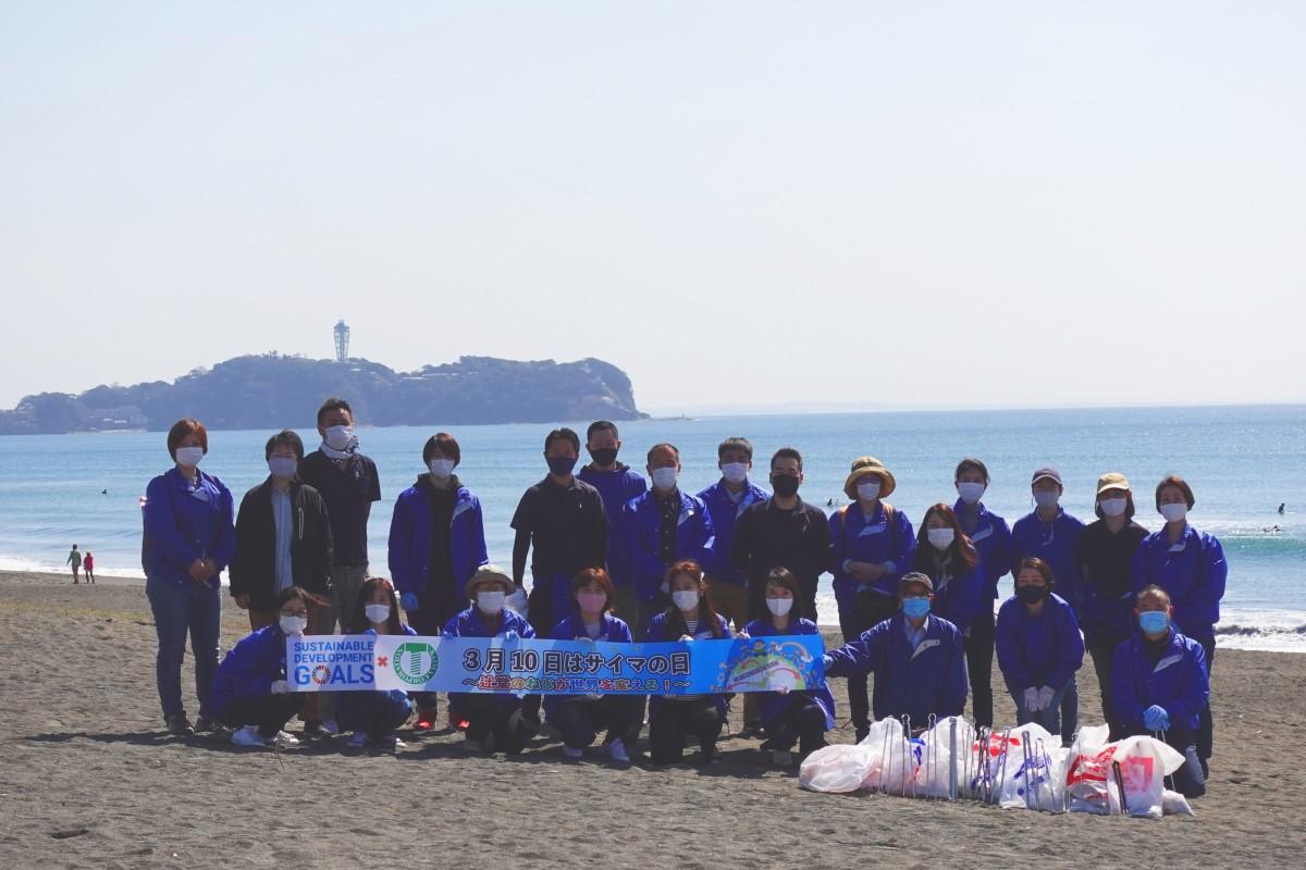 辻堂駅前から海までの道の清掃をしたサイマコーポレーションのスタッフ