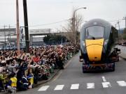 下松で英国向け高速鉄道車両の昼間陸送イベント 3万人の観客で賑わう