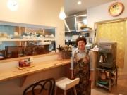 周南・中央街に「カレーと喫茶 でん」 銀南街から移転、明るい店内に新たな客層も
