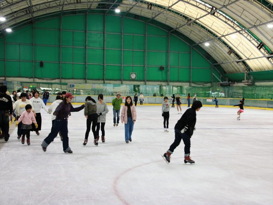 下松のスケートリンクが営業開始...