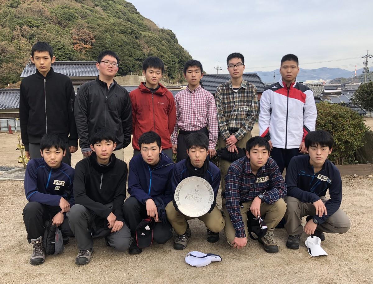 ボランティアスタッフとして参加する下松工業高校登山部