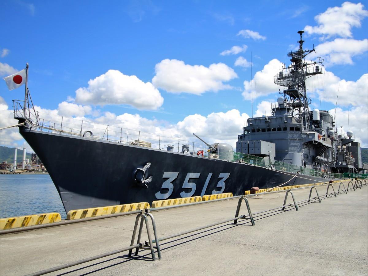 徳山港へ入港した練習艦「しまゆき」