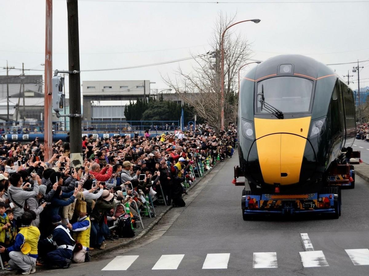 「道路を走る高速鉄道車両見学プロジェクト」前回の様子