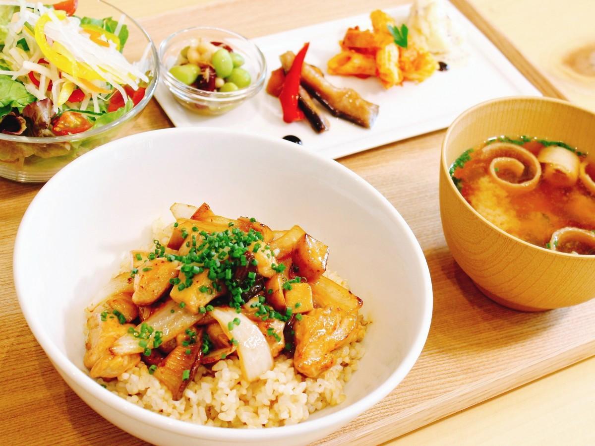 「長州鶏とエリンギのバター醤油丼」