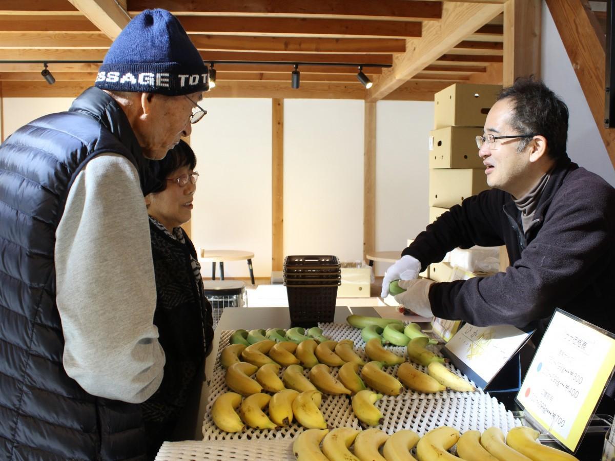 青バナナの良さや食べ方など伝える吉田さん