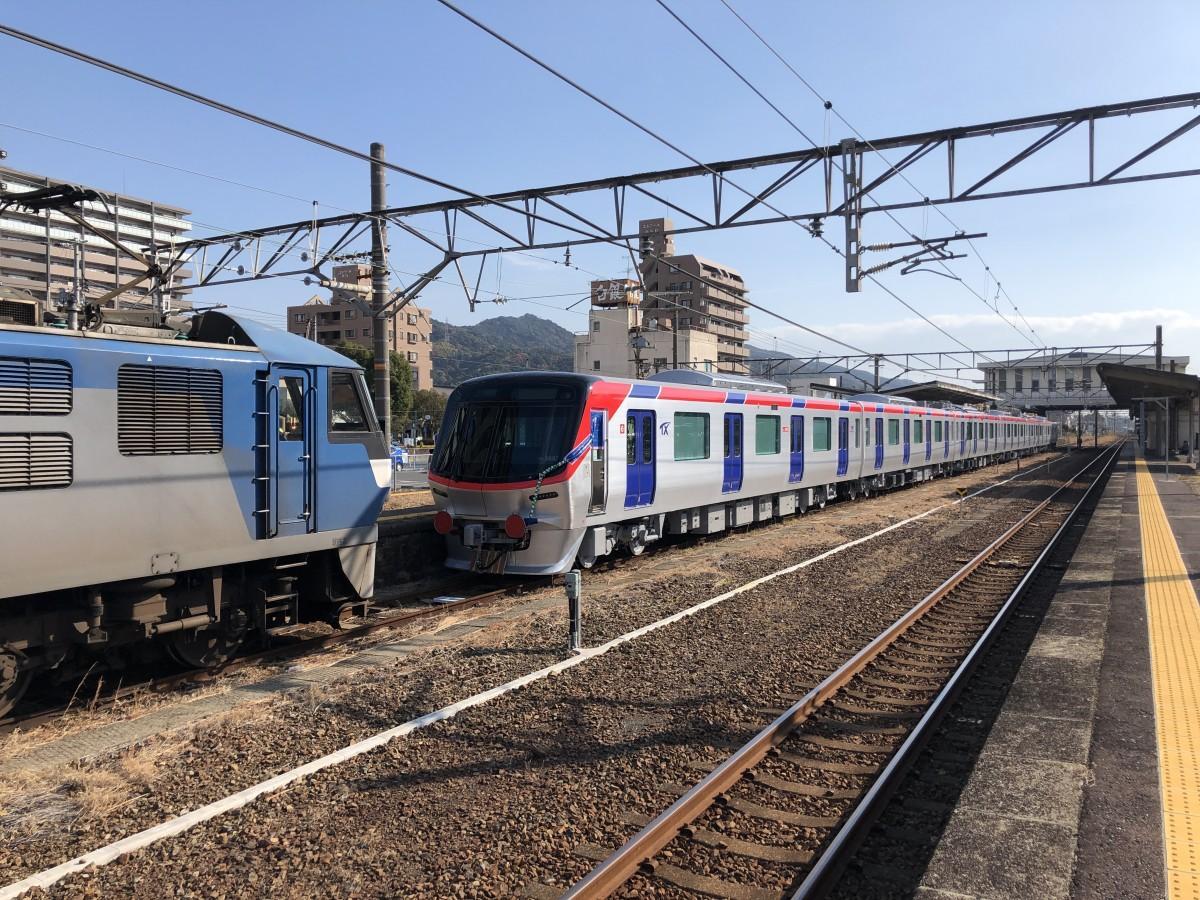 下松駅に登場したつくばエクスプレスの新型車両「TX3000」