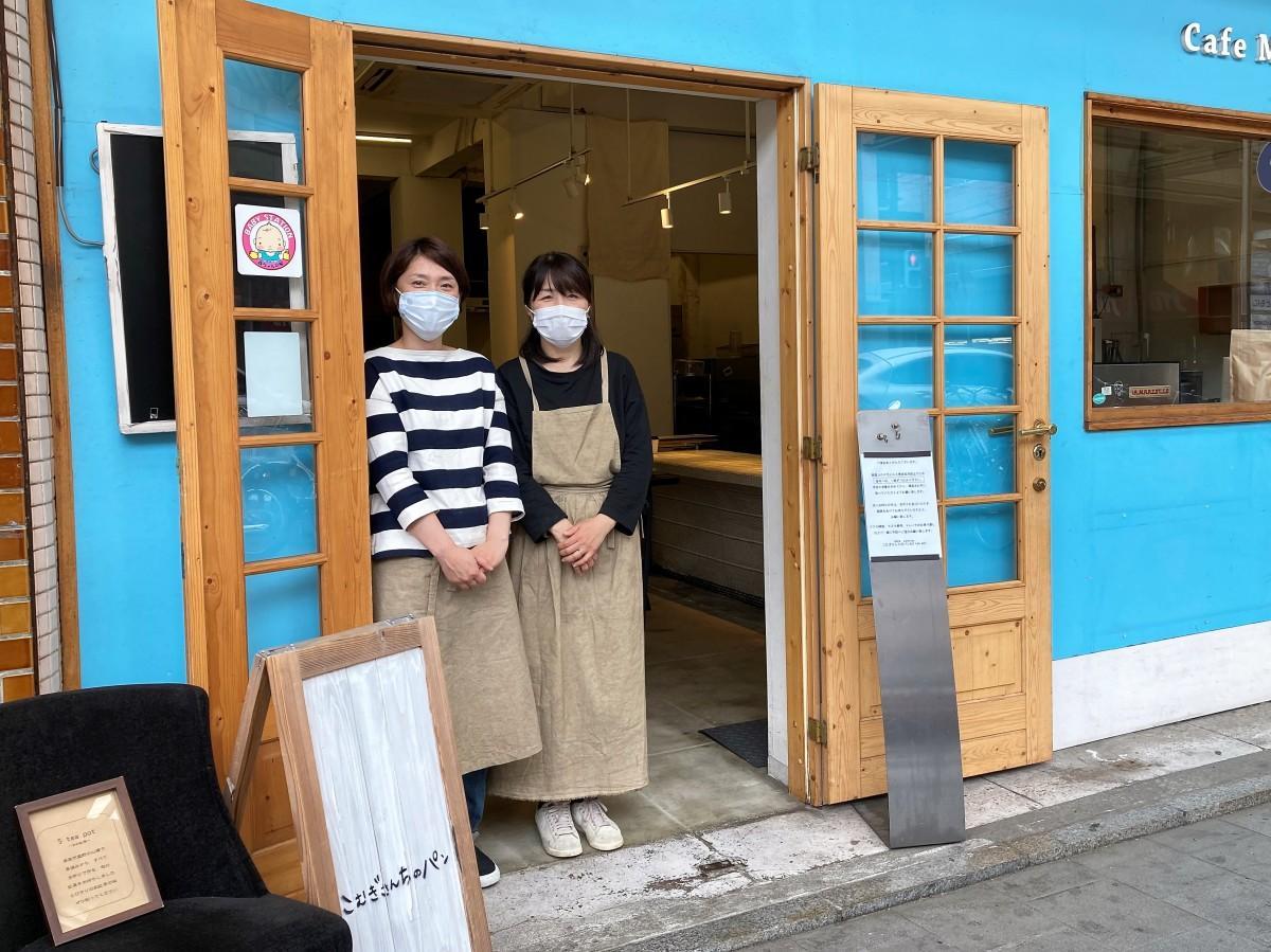 来店を呼び掛ける岩引さんと齋藤さん(右)