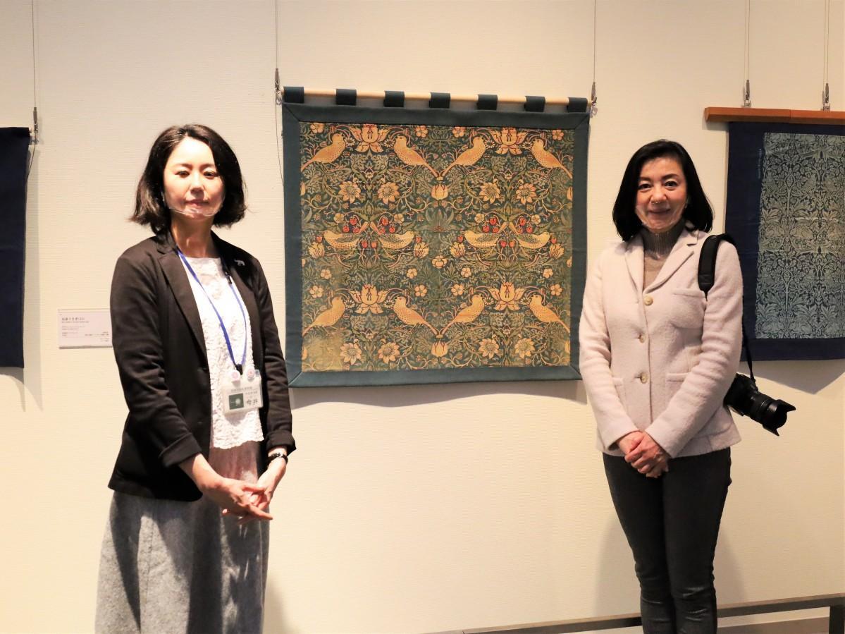 来館を呼び掛ける今井さん(左)と織作さん(右)
