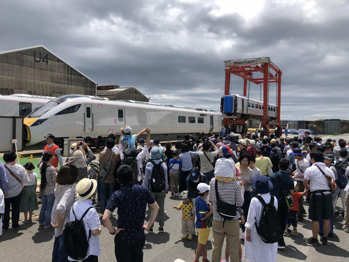 周南経済新聞日立製作所笠戸事業所開放デー2018 シャトルリフト運搬の様子