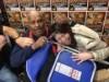 光でプロレスラー・ブッチャーのサイン会 パイプ椅子持ち込んだ女性ファンも