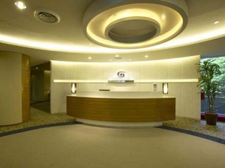 オーチャードのウィーロック・プレイスにオープンした「品川レーシックセンター」の受付。シンガポールを始め、アジアに展開していくという