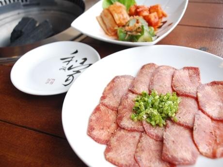 日本スタイルの焼き肉店「和み家」の「ネギ塩タン」(13ドル)