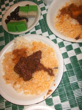 日本語によるイスラム教の断食「ラマダーン」解説後に振舞われた、断食解除の食事