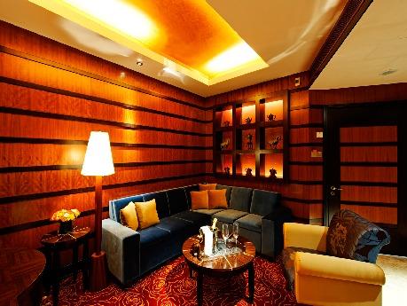 1月20日にオープンするホテルのひとつ「クロックフォーズ・タワー」のヴィラルーム &#169 Resorts World Sentosa