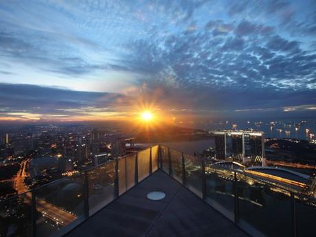 シンガポール最高層の屋外バー「1 Altitude Gallery & Bar」