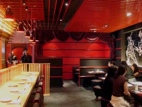 赤と黒を基調としたシンガポール2号店「IPPUDO TAO」