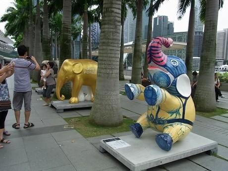 マリーナベイ・サンズでもゾウが展示されていた。