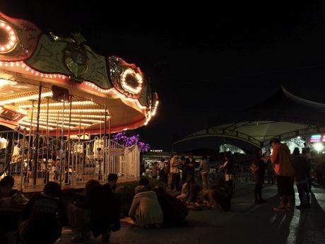 2010年9月によみうりランドで開催されたリアル脱出ゲーム「夜の遊園地からの脱出」の際の様子。