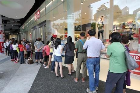 開店前には500人以上の行列が。急遽開店時間を30分早めた。