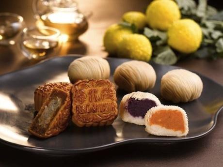 オーガニックの紫芋を使った月餅など8種類のラインナップをそろえる