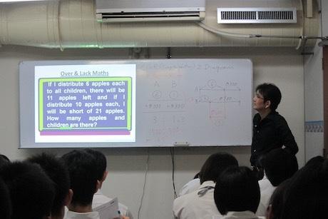 文章題の解き方を説明する代表の若林憲司さん