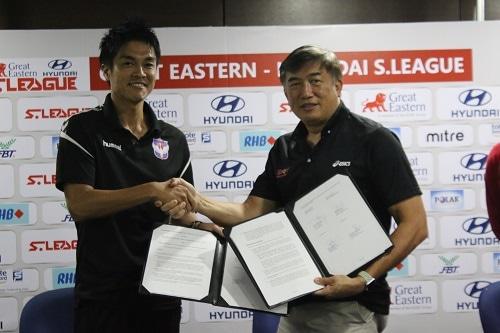 アルビレックス新潟シンガポール 是永大輔 CEO(左)とSport Singapore Lim Teck Yin CEO(右) (写真提供:アルビレックス新潟シンガポール)