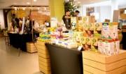 シンガポールのオーガニック専門店でヘルシージュース作り