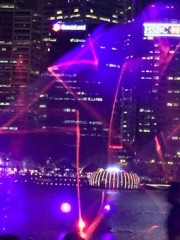 シンガポール ベイ・サンズで「光と水のシンフォニー」スタート