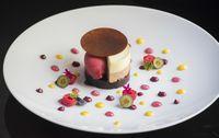 様々な質感のチョコレートを組み合わせた「Chocolate Decadence」