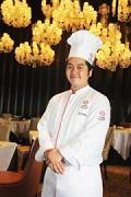 「美食倶楽部」発起人の一人、マンダリン・オーチャードホテルの「四川飯店」料理長の菅谷勇喜さん