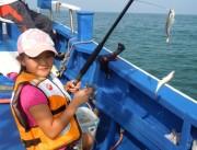 いすみ市の大原漁港で「アジ釣りフェスタ」 50隻が出船