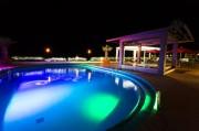 御宿の宿泊施設が「ナイトプール」営業 夜の海を眺めながらの利用も