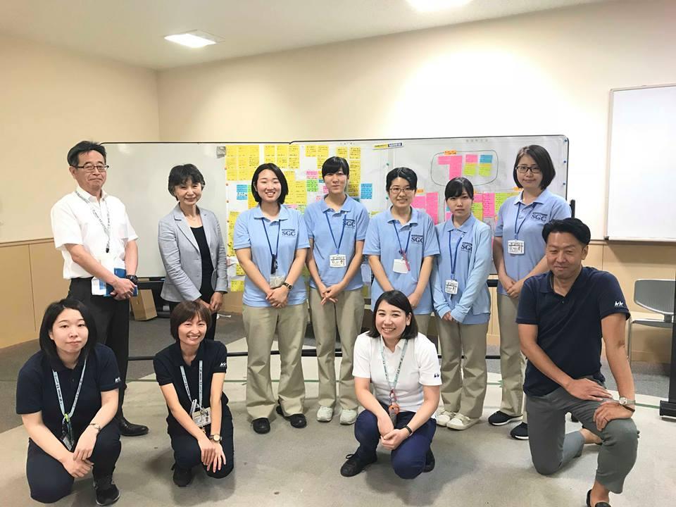 御宿町保健福祉課の職員と三育学院大学教員と学生たち