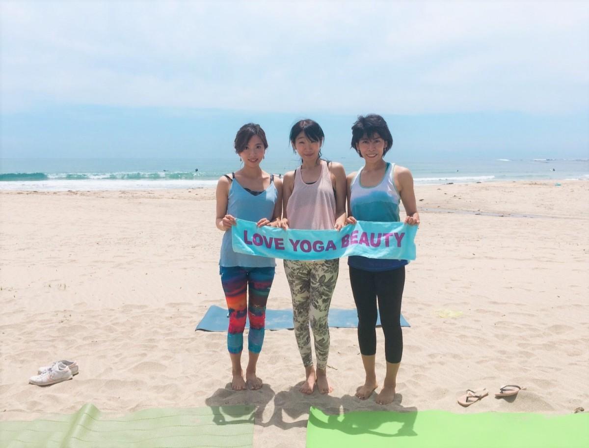 昨年開催のビーチクリーンヨガのインストラクターたち