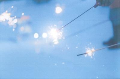 さまざまな特長を持つ手持ち花火を用意する「隅田川小さな花火大会」