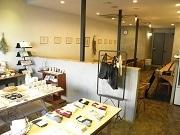 本所のカフェ&セレクトショップ「マノカフェ ヨー」が1周年