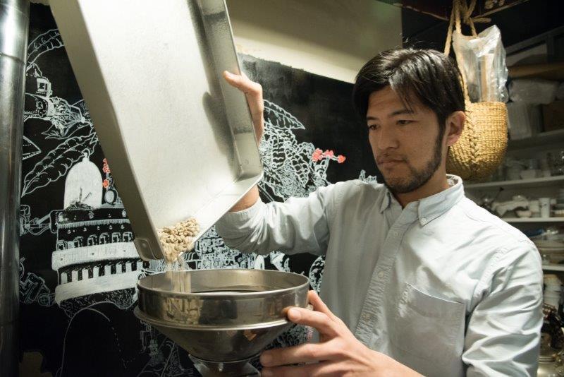 焙煎&抽出士の藤井雅彦さん