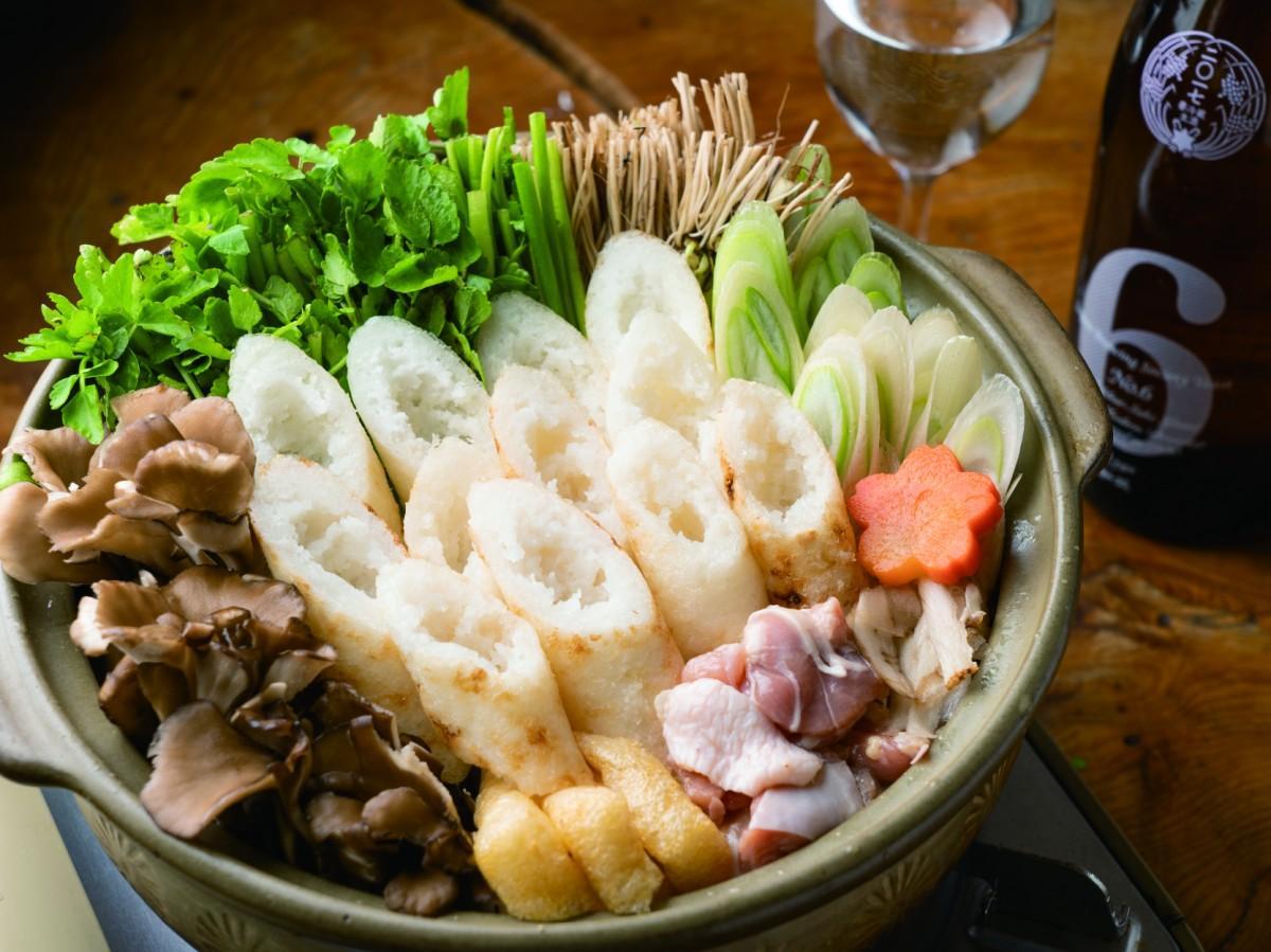 ロシア・日本・インド・アメリカ・中国・フランス・イタリアの料理が楽しめる 写真は、墨田区東向島「秋田料理 酒呑童子」のきりたんぽ鍋