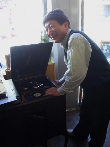 「ジジジジというアナログの音がやっぱり良い」と言う音楽プロデューサーの野口眞一郎さん