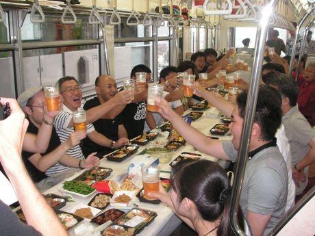 昨年のビール列車の様子(提供:多摩都市モノレール(株))
