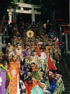 1100年例大祭「神幸祭」の様子