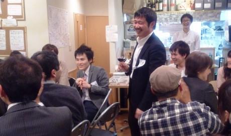開会の挨拶をする久米さん