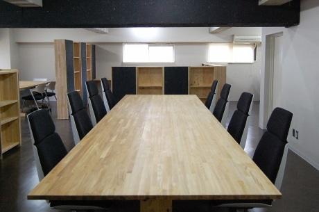 木素材の大きなセンターテーブル
