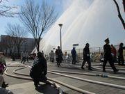 立川のサンサンロードで「立川市消防出初式」 パレードや一斉放水